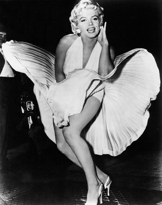 Marilyn Monroe se musí otáčet v hrobě.