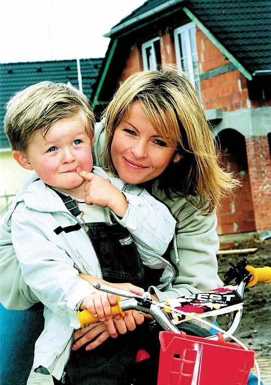 Malý Artur Štaidl s maminkou Ivetou Bartošovou