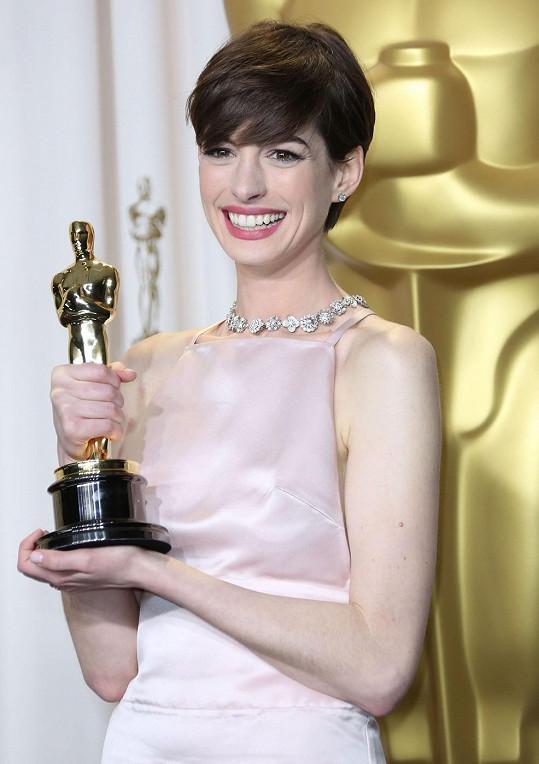 Anne Hathaway po získání Oscara za Bídníky