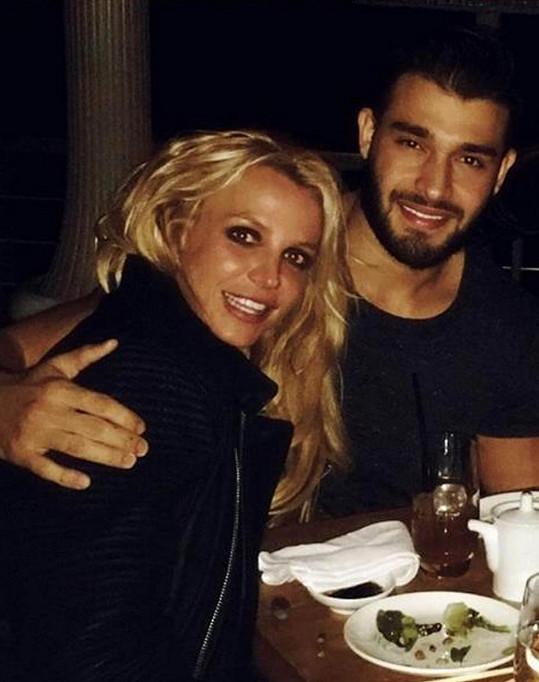 Britney Spears je opět zamilovaná.