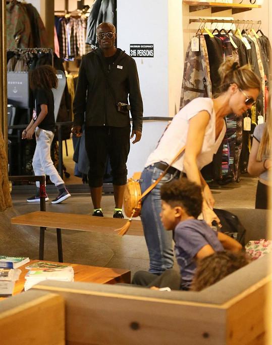 Modelka s exmanželem nakupovala pro děti ve West Hollywoodu.