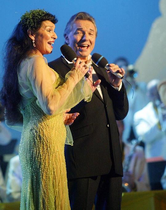 Věra Gondolánová zpívala i s Karlem Gottem.