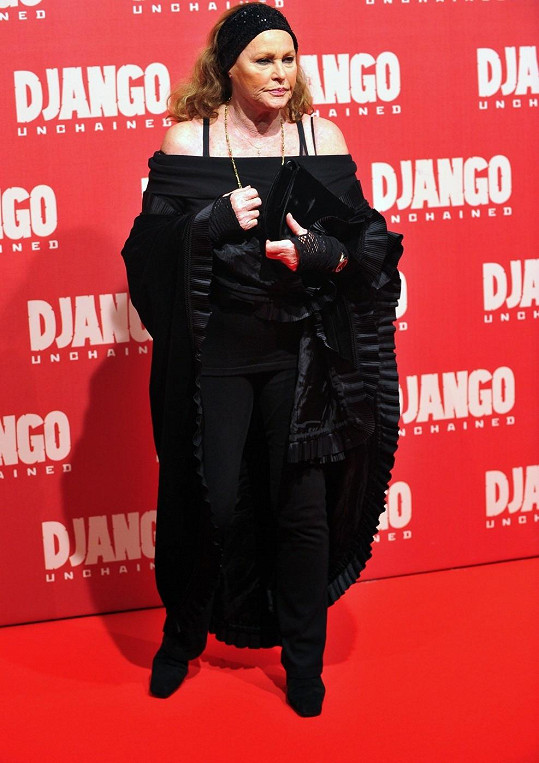 Ursula Andress zavítala na premiéru filmu Nespoutaný Django.