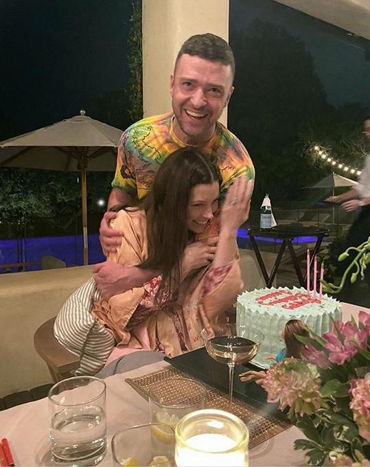Snímek z března, kdy zpěvačka slavila narozeniny a už na sociálních sítích neukazovala celou postavu.