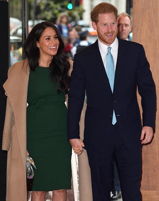 Harry s Meghan způsobili v Británii pozdvižení.