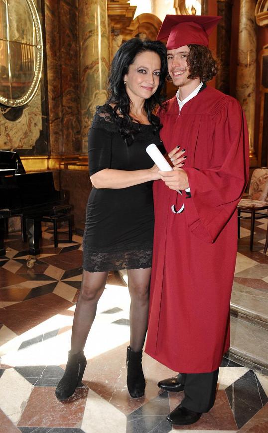 Slavnostní předávání diplomů proběhlo v pražském Klementinu.