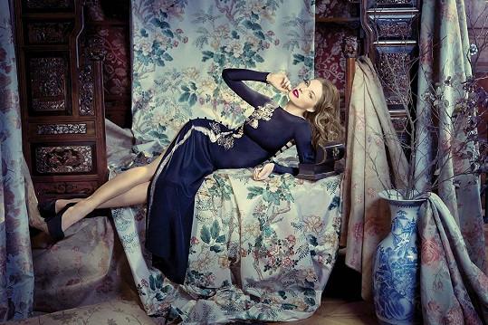 Stejné šaty nafotila pro jeden časopis Pavlína Němcová.