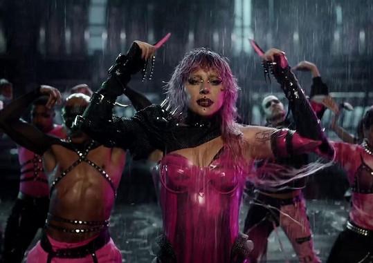 Lady Gaga ve videoklipu Rain on me