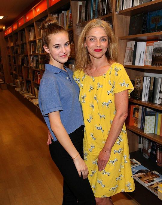 Lucie Zedníčková dorazila na křest knihy s dcerou Amélií.