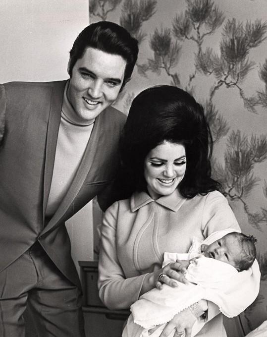 Elvis Presley zde žil se svojí manželkou Priscillou a jejich dcerou Lisou Marií šest let.