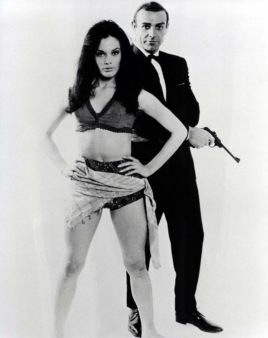 Eunice Gayson je označována za první Bondgirl.
