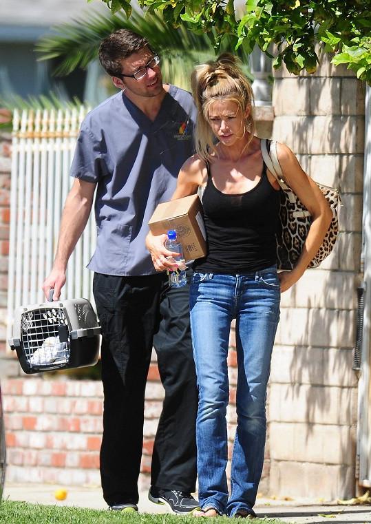 Herečka byla spatřena s neznámým mužem před veterinární stanicí.