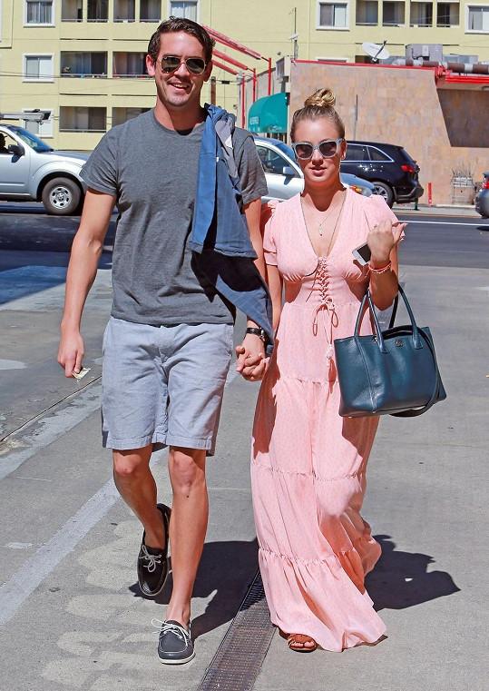 Herečka se svým snoubencem Ryanem Sweetingem