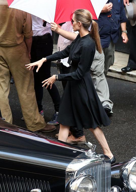 Angelina Jolie si jako režisérka umí zjednat pořádek.