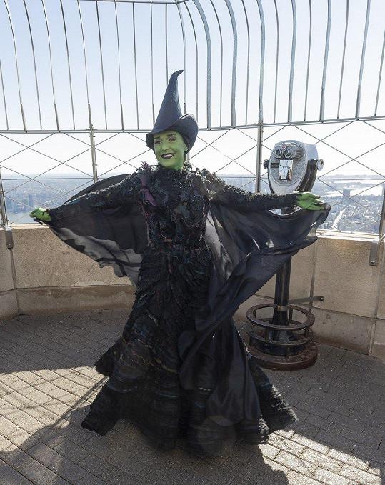 Hlavní hrdinkou Čarodějky je Elphaba se zelenou kůží.