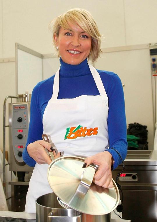 Bývalá modelka se předvedla v roli kuchařky.