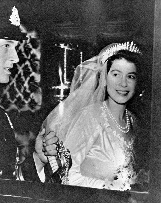 Jednadvacetiletá královna Alžběta II. jako nevěsta.