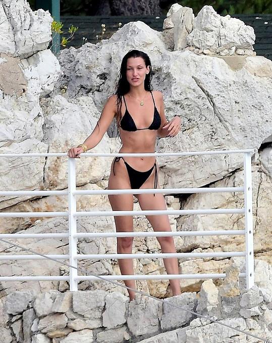 Modelka vystavila luxusní figuru v bikinách.