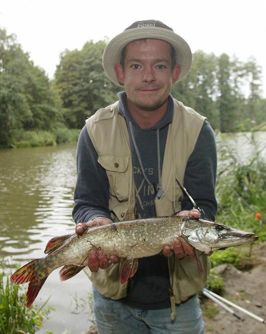 Je to vášnivý rybář.