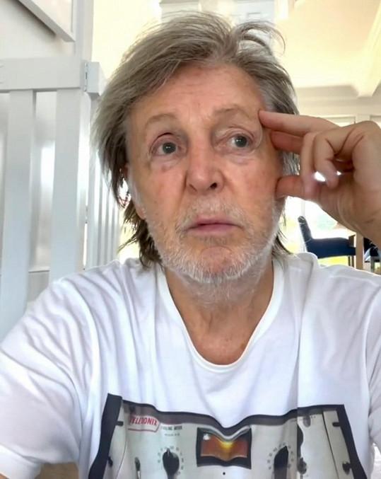 Paul McCartney na něj zavzpomínal ve videu.