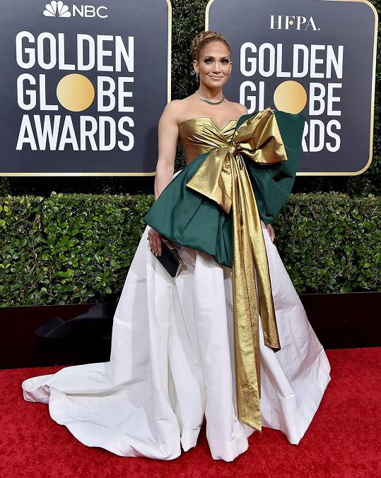 Stejně jako Jennifer Lopez, jejíž róbu přirovnali k balicímu papíru.