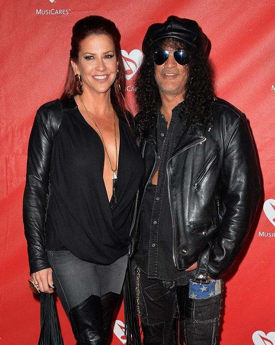 Slash a Perla Ferrar Hudson se rozváděli čtyři roky.