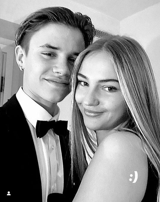 Sedmnáctiletý Romeo Beckham už delší dobu chodí s Miou Regan.