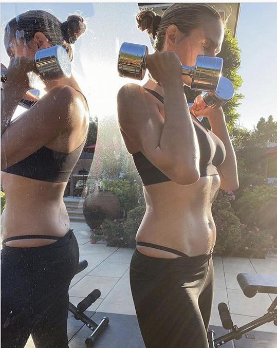 Heidi Klum se udržuje ve formě i během karantény.