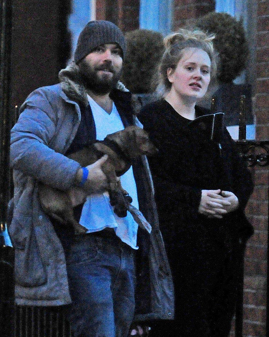 Adele ohlásila rozchod se Simonem Koneckim.