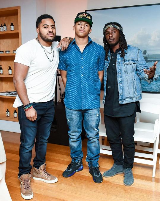 Zleva: Nico Marley (syn Rohana Marleyho a Geraldine Khawly), novopečený otec Zion David Marley a Daniel Marley (syn Ziggyho Marleyho)