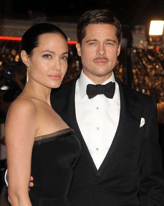 Brad Pitt prý žárlil na Angelinu Jolie kvůli Jaredu Lateovi.