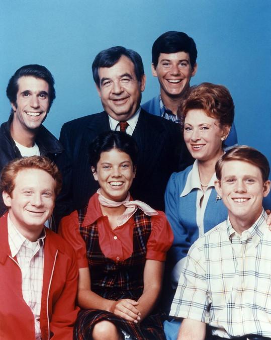 Erin Moran (vpředu uprostřed) v seriálu Happy Days