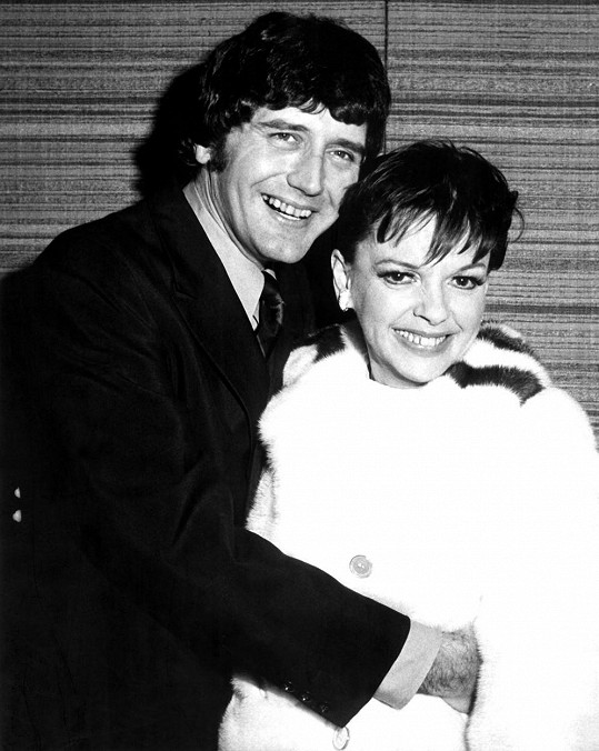 S posledním manželem Mickeym Deansem