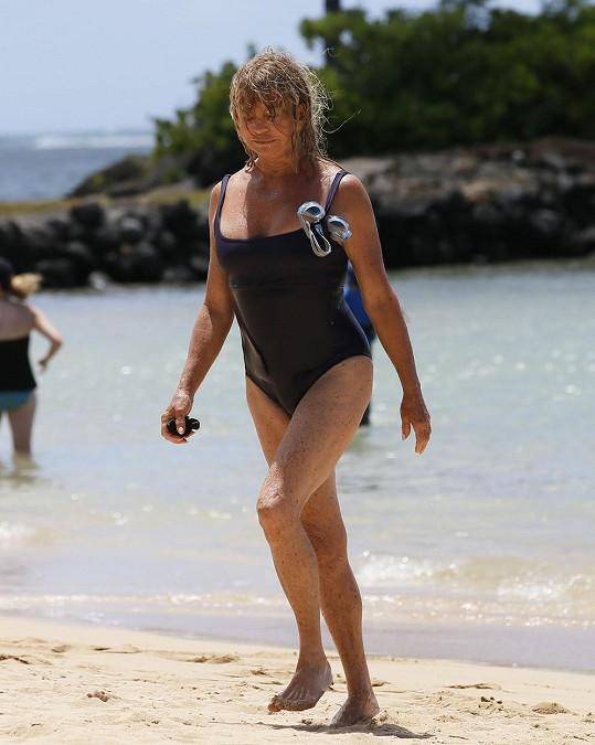 Sedmdesátiletá herečka se předvedla v plavkách.
