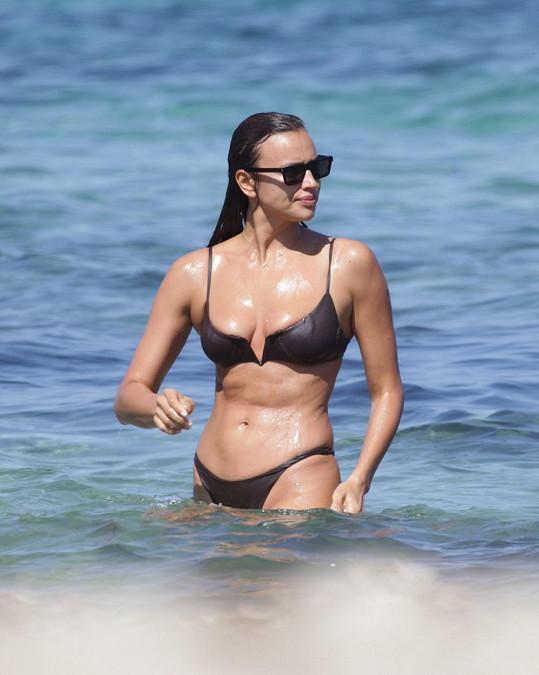 Irina Shayk je na dovolené na Ibize.