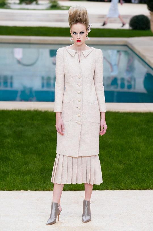 Aneta Měšťanová předváděla Lagerfeldovu poslední kolekci jaro léto 2019.