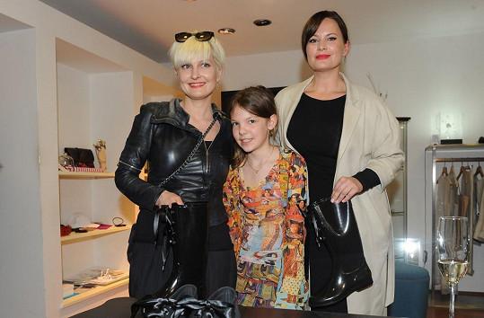 U představení designových bot nechyběla ani Bářina dcera Bibiana a Jitka Čvančarová, která je tváří kampaně.