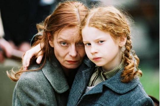 V roce 2005 si zahrála po boku Vilmy Cibulkové v Krvi zmizelého.