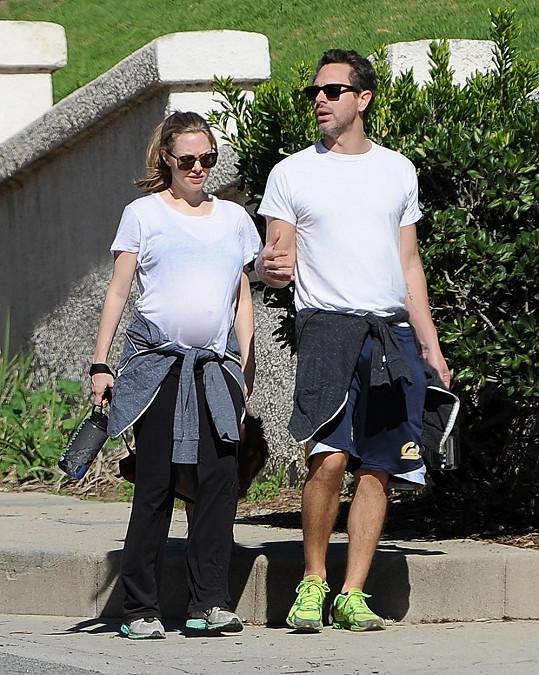 Amanda Seyfried se snoubencem Thomasem Sadoskim