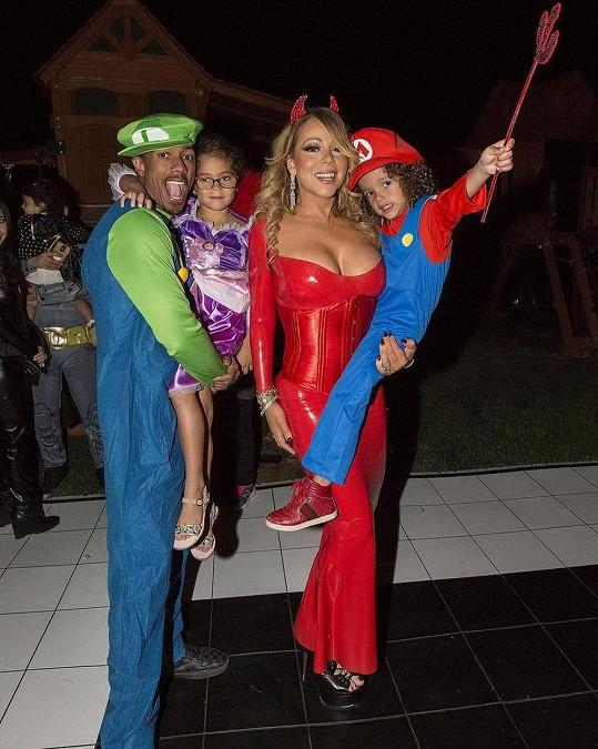 Mariah s exmanželem a dětmi na halloweenské párty