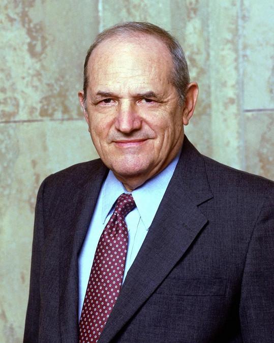 Steven Hill měl devět potomků.