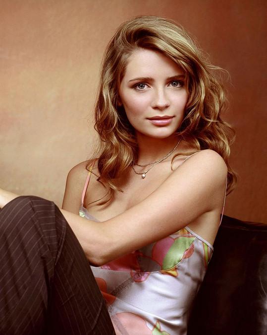 Herečka v roce 2003, kdy zářila v seriálu O. C.