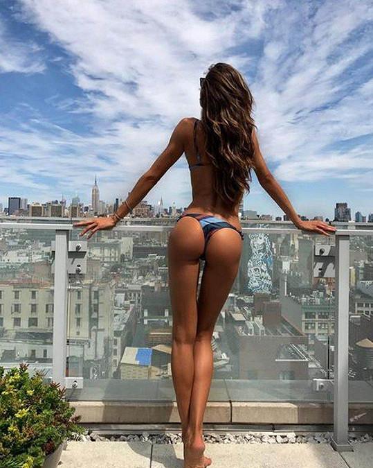 Všimněte si v dálce Empire State Building...