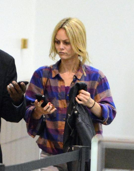 Vanessa Paradis na letišti v Los Angeles