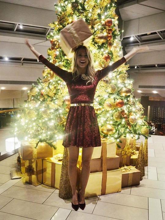 Natálie Kotková má vánoční stromeček i v hotelu ve Washingtonu.