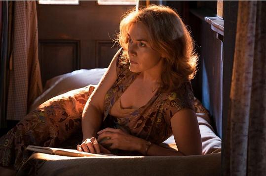 Kate Winslet ve filmu Kolo zázraků. Do českých kin dorazí v lednu.