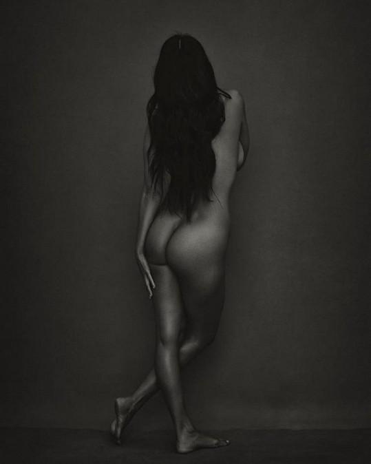 Nejstarší Kardashianka sdílí dost pikantní snímky...