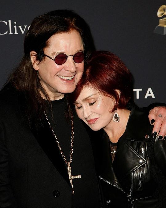 Ozzy Osbourne s manželkou Sharon letos v únoru, krátce po oznámení své diagnózy.