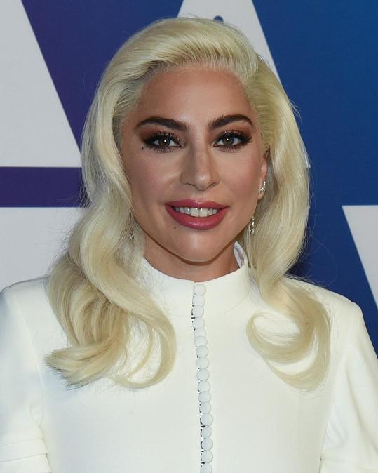 Lady Gaga byla svého času posedlá omlazujícími injekcemi.