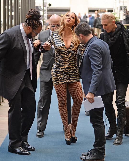 Pánové se mohli přetrhnout a Mariah dělala jako by nic...